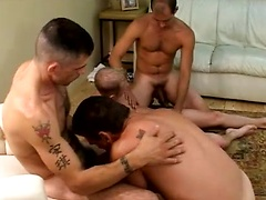 We start off with five guys in an orgy. A new muscle stud is bottoming for them