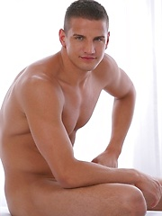 Nigel - the hot muscled stud naked - Gay porn pics at GayStick.com