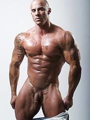 Hot muscle man shows cock - Gay porn pics at GayStick.com