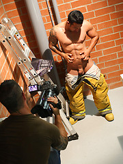 Diego shows his muscled butt and jacking off - Gay porn pics at GayStick.com