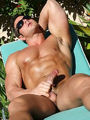 Muscle man jacking off cock outdoors - Gay porn pics at GayStick.com