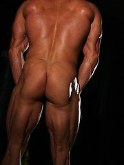 Muscular guy Chris Adams posing - Gay porn pics at GayStick.com