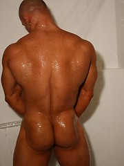 Muscular guy posing in shower - Gay porn pics at GayStick.com