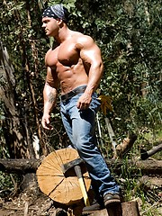 Big muscled dude outdoors - Gay porn pics at GayStick.com