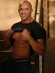 Marco, bald bodybuilder - Gay porn pics at GayStick.com