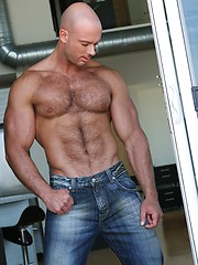 Muscle man Phoenix stripping - Gay porn pics at GayStick.com