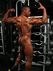 Hot ebony bodybuilder posing naked - Gay porn pics at GayStick.com
