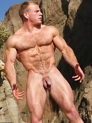Muscle hunk Ben posing outdoor - Gay porn pics at GayStick.com