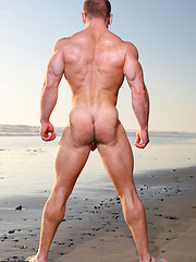Muscled hunk Ben Kieren outdoors - Gay porn pics at GayStick.com