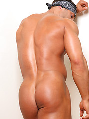 Another hot bodybuilder Mike Buffalari getting naked - Gay porn pics at GayStick.com