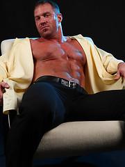 Hardcore muscle icon Caesar - Gay porn pics at GayStick.com
