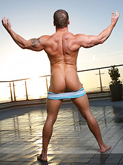 Hung muscle  dude posing after hard workout - Gay porn pics at GayStick.com
