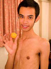 Ping Pong and foot fetish - Gay porn pics at GayStick.com