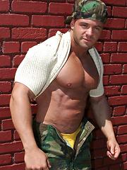 Sexy bodybuilder Adam Reich shows us his ASSets - Gay porn pics at GayStick.com