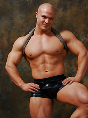 Bodybuilder Kyle Stevens shows off his ass and jockstrap - Gay porn pics at GayStick.com