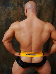 Bodybuilder Kyle Stevens shows off his ass and jockstrap - Gay porn pics at GayStick.com