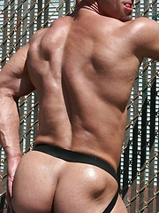 Hot outdoor set of ripped bodybuilder from So Cal - Gay porn pics at GayStick.com