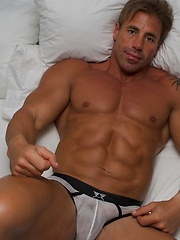 Beefcake competitive bodybuilder from Argentina - Gay porn pics at GayStick.com