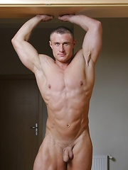 Bodybuilder Lukas Havel strips down and gets hard - Gay porn pics at GayStick.com