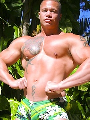 Muscled Matthew Rush jerks off - Gay porn pics at GayStick.com