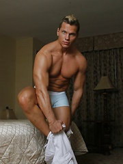 Bodybuilder Casper Van Dean gets naked and jerks off - Gay porn pics at GayStick.com