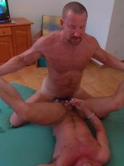 Hardcore hairy mature men - Gay porn pics at GayStick.com