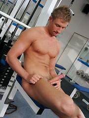 Hot blowjob in the college gym - Gay porn pics at GayStick.com
