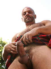 Hairy Man in a Kilt - Carlo Cox - Gay porn pics at Gaystick