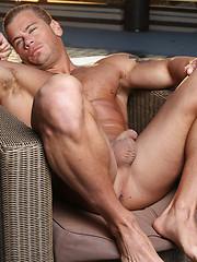 Straight muscle hunk before camera - Gay porn pics at Gaystick