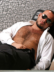 Hunk Bear Cub - Mike - Gay porn pics at GayStick.com