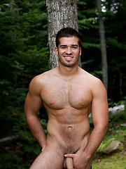 Big muscled man outdoors - Gay porn pics at GayStick.com