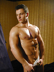 Hunky male demonstrates his wet muscled body - Gay porn pics at GayStick.com