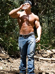 Hot hunk demonstrates hisd muscles in a forest