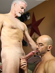Bald guy recieve his asshole for silver mature gay - Gay porn pics at GayStick.com