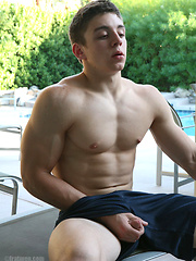 Straight college jock shows his muscled body - Gay porn pics at GayStick.com