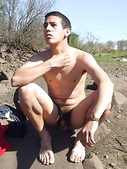 Badass twink gets all naked and shows some skin - Gay porn pics at GayStick.com