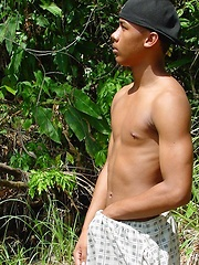 Sporty latino twink rubs his muscled ass outdoors - Gay porn pics at GayStick.com
