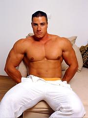 Young sexy bodybuilder Attilla soo session - Gay porn pics at GayStick.com