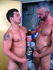 Silver daddy guy fucking his gayfriend