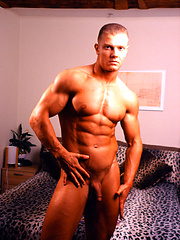 Young sexy bodybuilder Troy Masters - Gay porn pics at GayStick.com