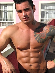 Jock poses outside and jerks off on bed - Gay porn pics at GayStick.com