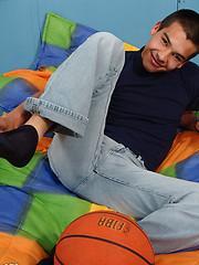 Sweet teen boy exposing his goodies - Gay porn pics at GayStick.com