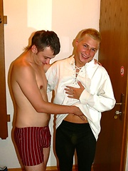 Horny t een boys gay fun in hotel room