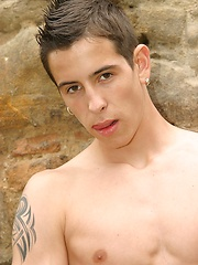 Hot athletic boy posing outdoor - Gay porn pics at GayStick.com