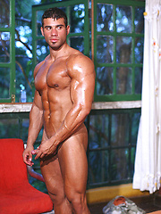 European bodybuilder Gustavo Levu demonstrates his strong tanned body - Gay porn pics at GayStick.com