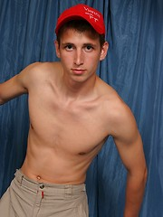 Euro twink getting naked - Gay porn pics at GayStick.com