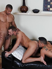Jessie finds himself in the middle of a \\\'manwich\\\' with Robert fucking his face and Trey slamming his hole - Gay porn pics at GayStick.com