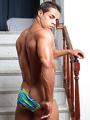 Musclepuppy Christian showing his strong butt - Gay porn pics at GayStick.com