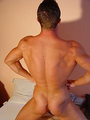 Amateur muscle guy solo shooting