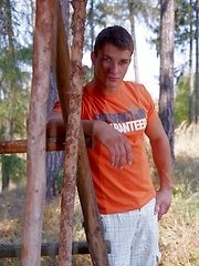 Beefy jock takes off his clothes in the wood - Gay porn pics at GayStick.com